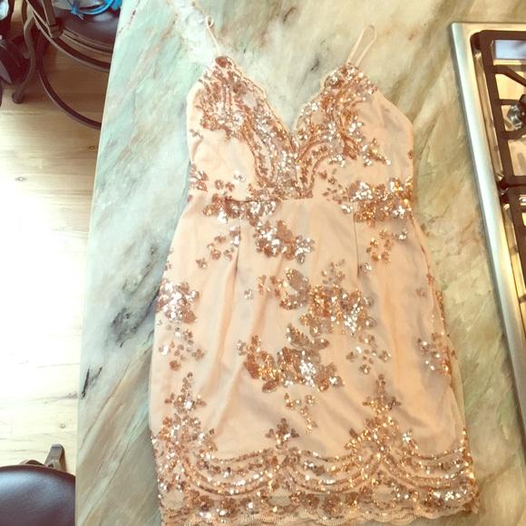 047b6366 Rose gold sequin backless spaghetti strap dress. M_5b748eeff30369dea922a84a